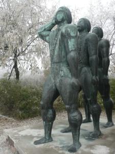 memento park budapest hungary alien statue @ journeylism.nl