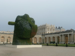 Jeff Koons Chateau de Versailles France flower statue @ journeylism.nl