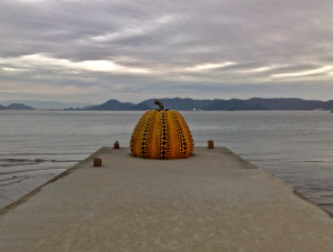 naoshima japan yayoi kusama seto inland sea pumpkin @ journeylism.nl