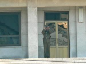 dmz north and south korea binoculars dude @ journeylism.nl